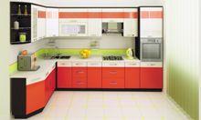 Дизайн кухни со шкафом-пеналом.