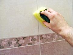 Как очистить плитку в ванной или на кухне